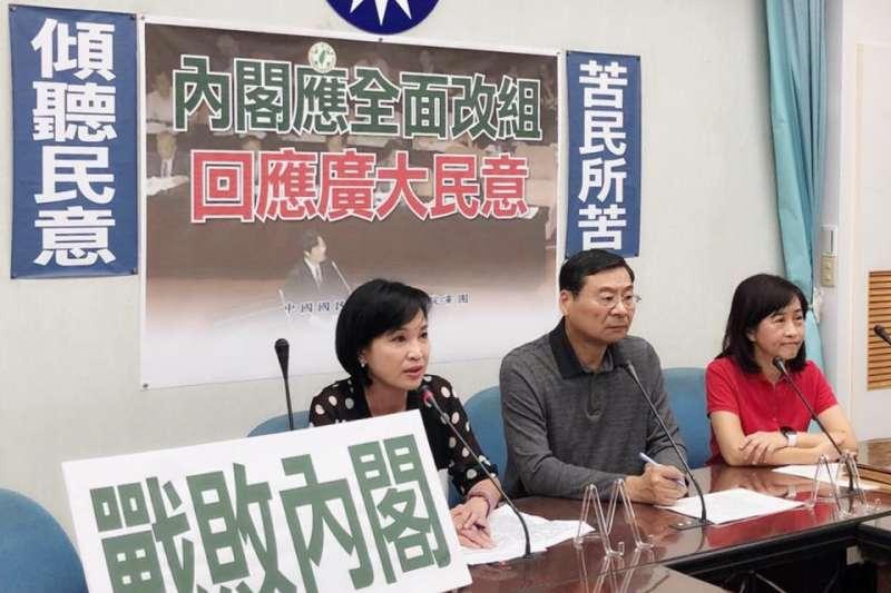 國民黨立院黨團2日舉行記者會呼籲內閣全面改組,要求民進黨「不要再拚政治,應該全面拚經濟。」。(取自柯志恩臉書)