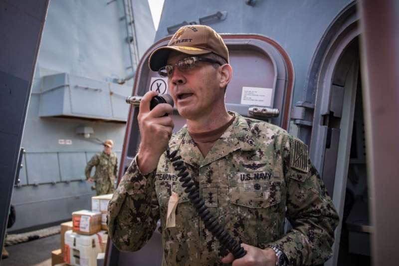 美國海軍第五艦隊司令、三星中將史蒂爾尼(Scott A. Stearney)(US Navy)