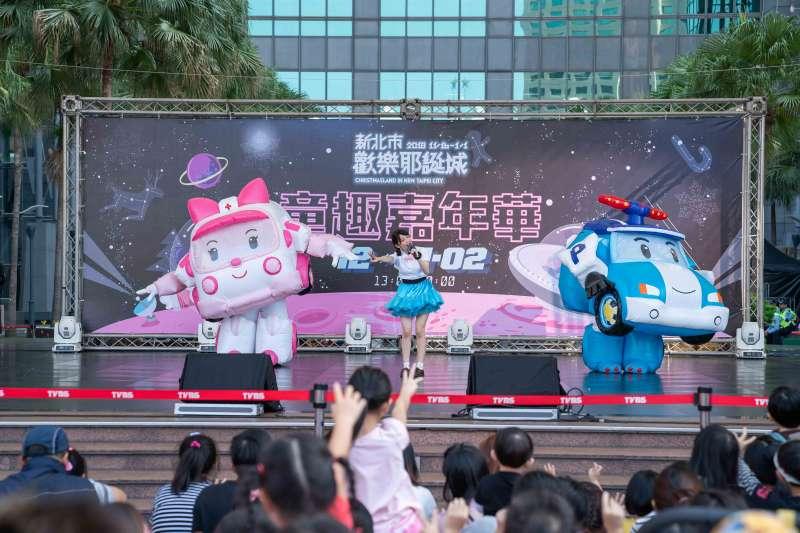 台灣忙著緊盯GDP,忘了幸福的能力了嗎?圖為孩子暢玩新北歡樂耶誕城。(資料照/新北市觀旅局)