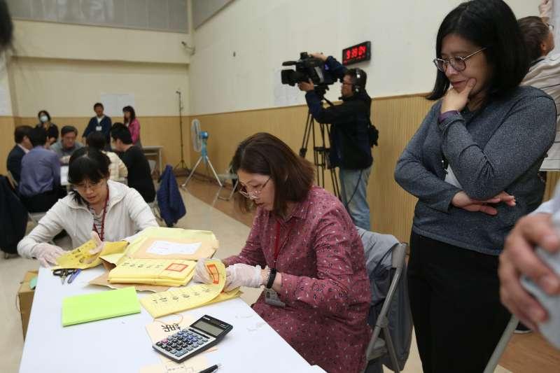 20181203-北院法官驗票(丁守中聲請重新計票案)。圖為驗票中心現場。(台北市攝影記者聯誼會供稿)