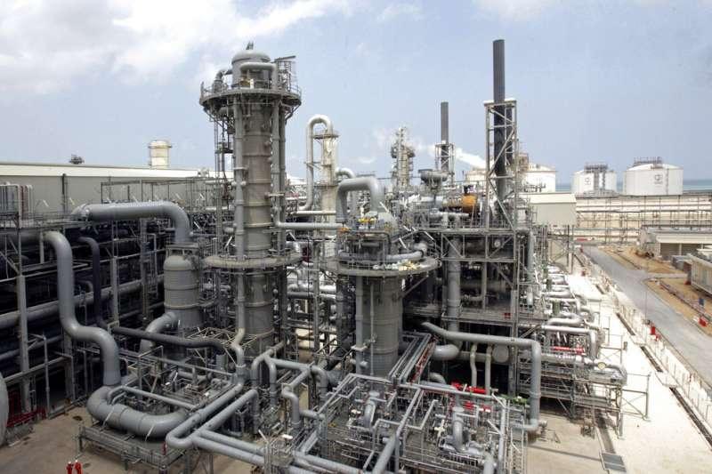 阿拉伯國家卡達的天然氣製造廠。(AP)