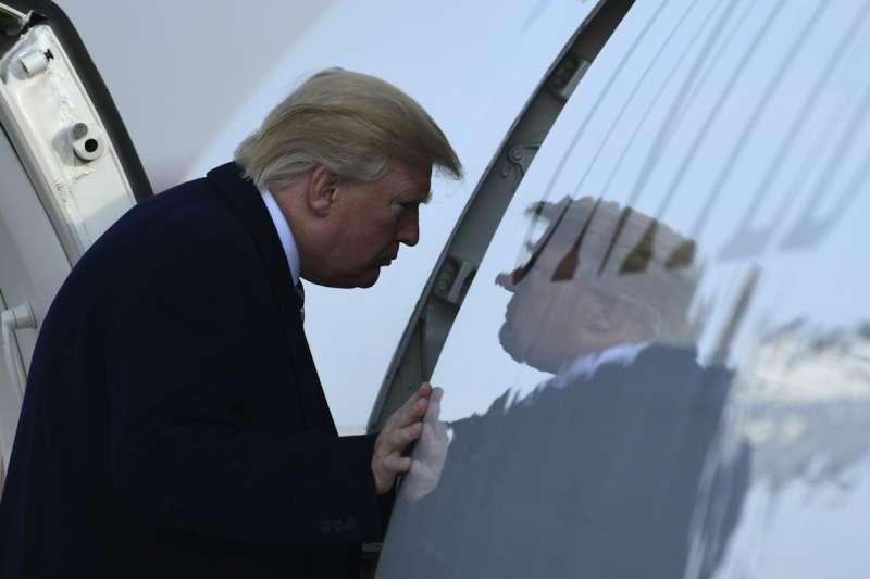 美國總統川普搭乘總統專機空軍一號。(AP)