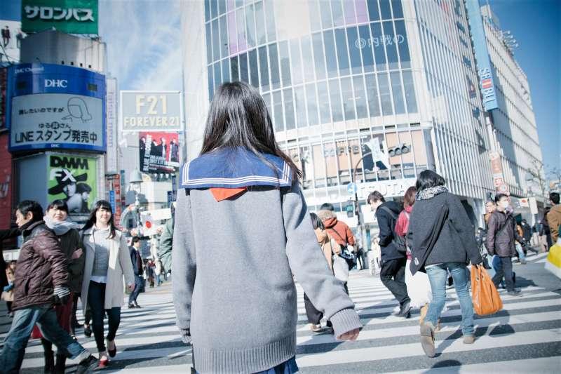 女性貧困被稱作是「看不見的貧困」,日本「NHK特別節目錄製組」通過採訪拍攝發現日本女性光鮮亮麗背後,卻是十分窮酸的悲慘真相。(圖/Dick Thomas Johnson@flickr)
