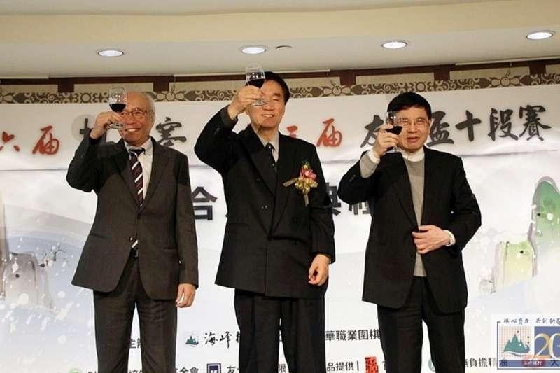 (左起)友士公司創辦人加藤惇一、林海峰國手、林文伯。(海峰棋院)