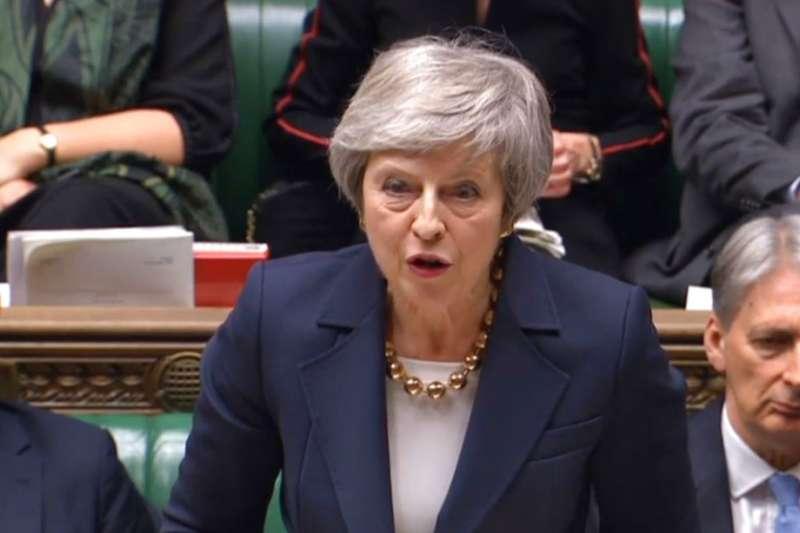 2018年12月4日,英國首相梅伊在國會辯護脫歐方案。(AP)