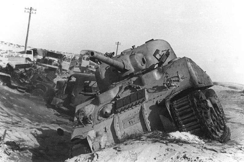 gggaE:圖為第二次中東戰爭中,遭遺棄的以軍M4A4雪曼中戰車。(取自維基百科)