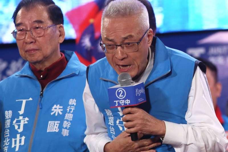 吳敦義(右)因九合一大勝,保住了國民黨主席之位。(林瑞慶攝)