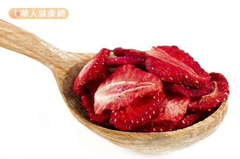 美國研究發現冷凍乾草莓有預防食道癌的作用。(圖/華人健康網提供)
