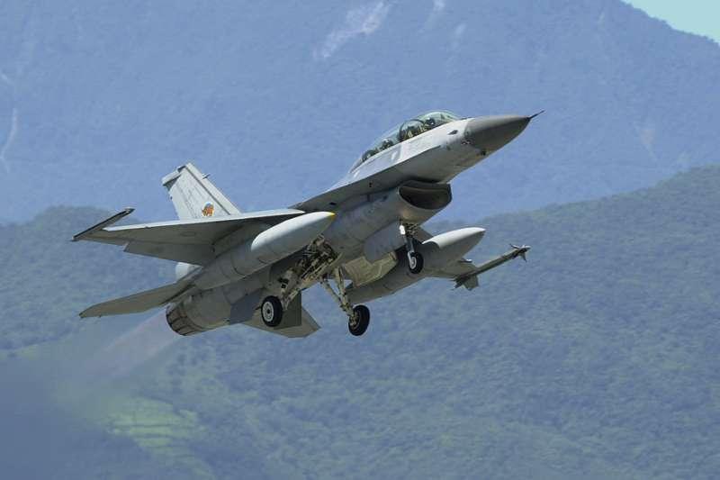 台灣預備增購的F-16V戰機除補足先前摔機數量,其餘將編成一個聯隊部署台東。(林瑞慶攝)