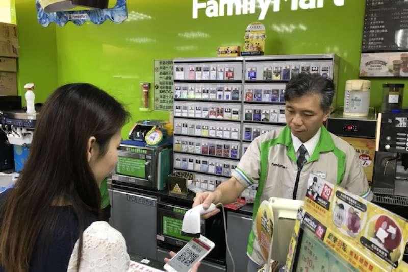 富邦行動銀行LuckyPAY「全萊」了!即日起可在全家及萊爾富兩大便利商店,全台4,600家店使用LuckyPAY付款,讓民眾想Pay就Pay!(圖:台北富邦銀行提供)