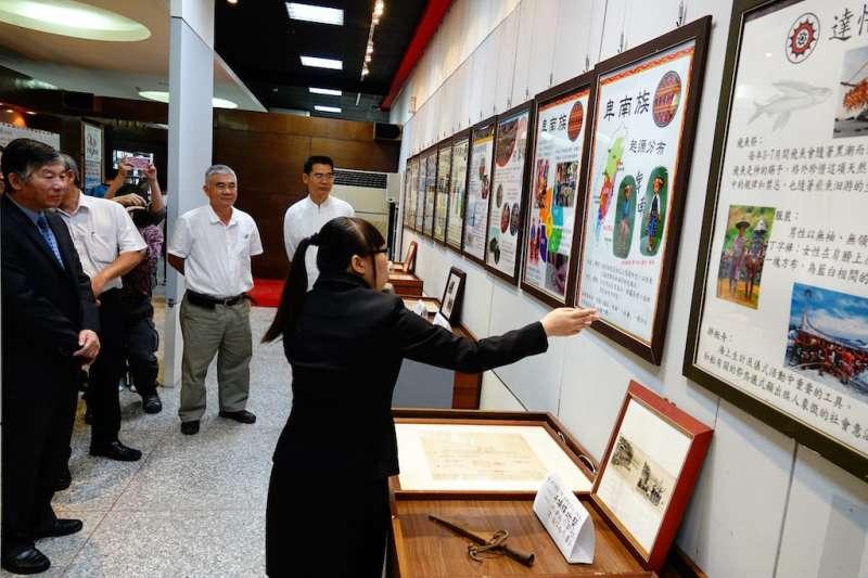 加強學生實務能力,修平科大國企系會展組三年丙班學生自行策展舉辦臺灣原住民文物展。(圖/修平科技大學提供)