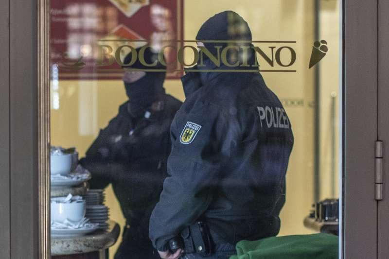歐洲跨國掃蕩義大利黑手黨,德國動員440警力抓人(AP)