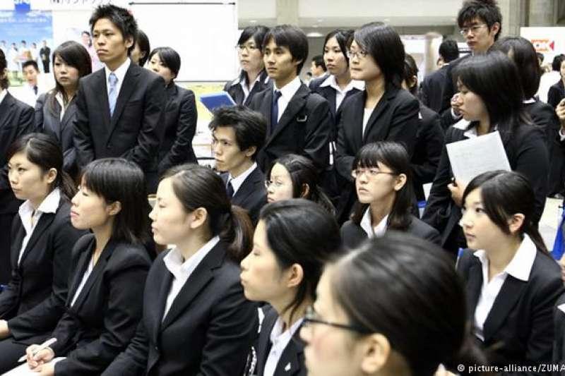 日本近期一項研究顯示,高達28%的男性學生與高達30%的女性學生表示從沒約會過,這比例跟2005年比起來,上升了不少。(德國之聲)