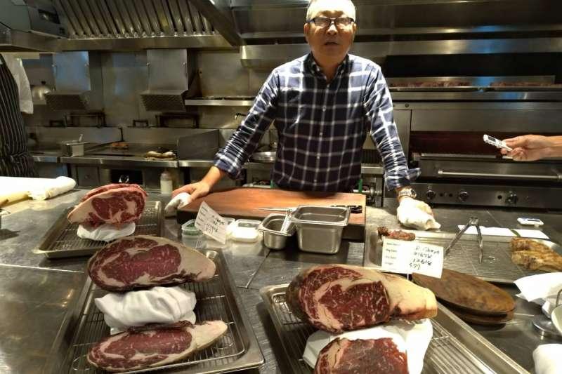 牛排教父鄧有癸,針對不同國籍、品種牛肉,在店進行「乾式熟成」(圖/水京棧國際酒店一樓Capstone Steakhouse提供)