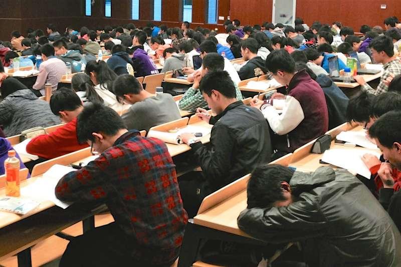 「全北京最優秀的100個學生,七、八成在高思學習」高思團隊是北大、清華等一線學校中最菁英的畢業生組成的。他們以資優教育切入市場,實體教室只設於北京,但大手筆製作標準化教材及教學方法,透過網路提供給北京以外地區補習班使用。(圖/Kevin Dooley@flickr)