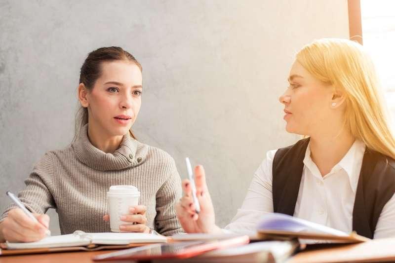 為什麼明明履歷上都寫了,面試官的第一個問題還是「請你自我介紹一下」呢?(圖/PEXELS)