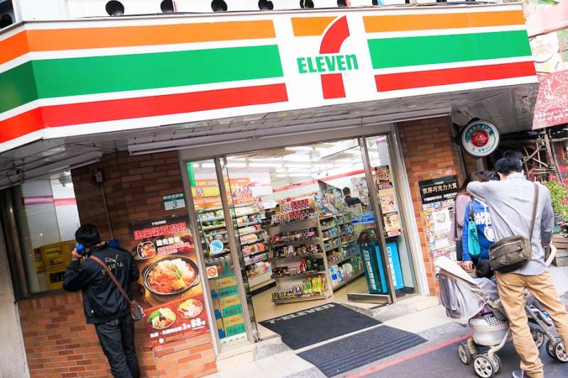 「便利商店」的英文是 convenience store 還是 convenient store?(圖/Antonio Tajuelo@flickr)