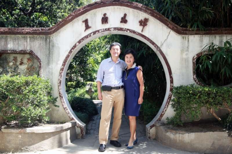 知名美籍華裔物理學家張首晟與夫人余曉帆(取自網路)