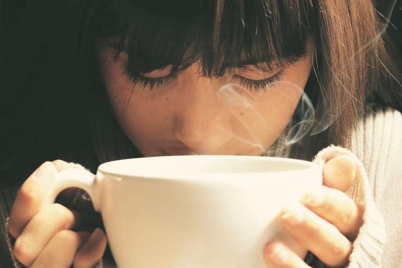 男人腎陰虛怎麼調理 - 愛喝熱飲就容易得食道癌?專家提供「養生秘訣」:喝的時候把握2重點,就不必太擔心!