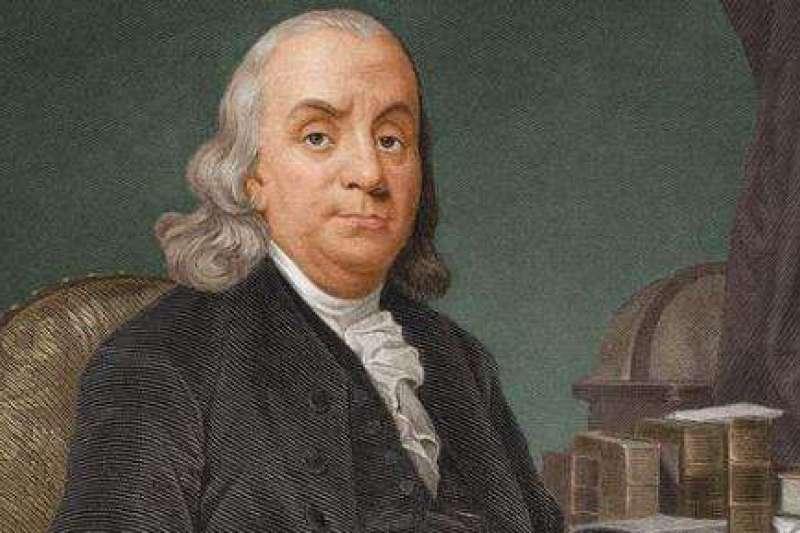 班傑明•富蘭克林(Benjamin Franklin)1732年以窮查理之名出版自己編寫的年曆,沒想到,《窮理查年鑑》上市3週就連3刷,之後更連續編了25年,成為當時僅次於《聖經》的超級暢銷書,幾乎家家書架上都有一本。(資料照,澎湃新聞提供)