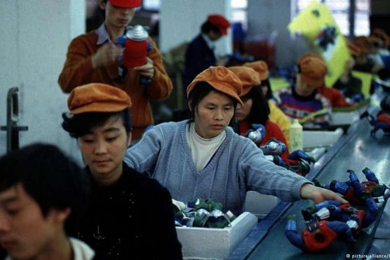 專門替知名玩具品牌製造玩具的華登玩具工廠因為違法勞工條件被勞權團體舉發。玩具業責任規範強調將展開調查,並強調會立即處理違反標準的行為。(德國之聲)