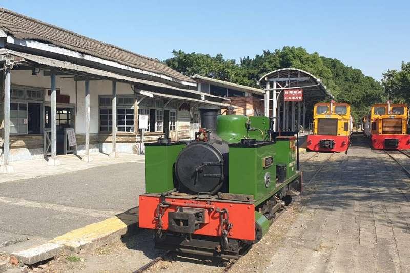 台糖8日在嘉義蒜頭糖廠舉辦「台英鐵道文化交流暨嘉年華會」,英國Dougal蒸汽火車頭與台糖機車頭一起鳴笛亮相。(取自經濟部網站)