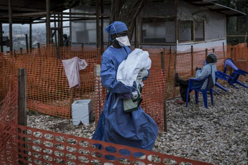 由於剛果東北部仍處於戰亂狀態,讓伊波拉疫情的追蹤工作更顯困難。(AP)