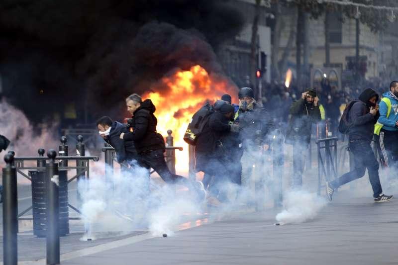 法國「黃背心」示威,馬賽發生警民衝突(AP)