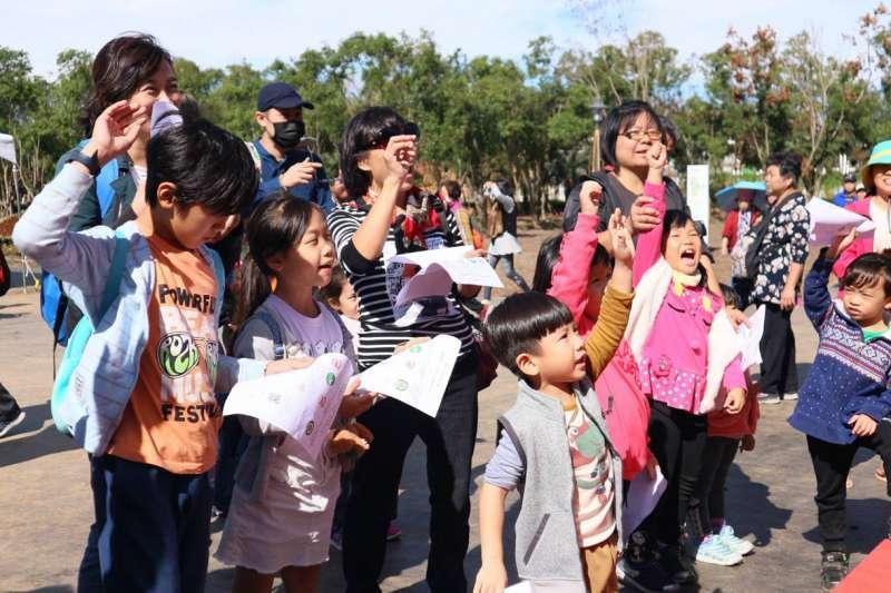 花博外埔園區好農市集舉行親子日活動,小朋友透過闖關DIY等認識食農教育。(圖/王丰和攝)