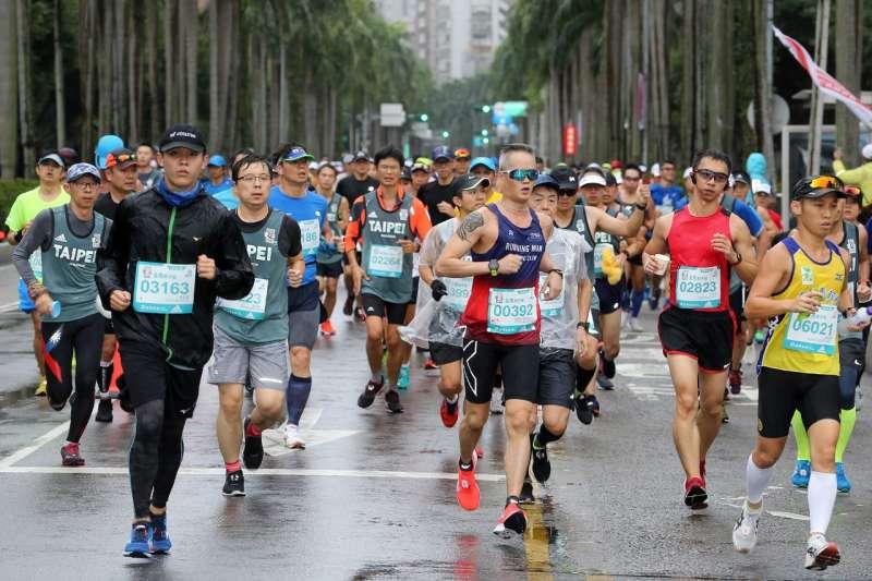 台北市長柯文哲說,台北馬拉松是台北市政府重要體育活動,也是台北市城市觀光及城市行銷的重要代表性活動,預計2022年取得金標籤賽事認證。(資料照,取自台北市政府)
