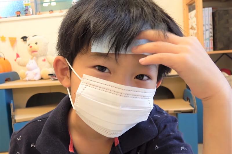 小孩不會吞藥,所以生病了只好吃磨粉藥、還要配診所的糖漿。但這樣卻可能影響孩子的健康...藥師公開真心話!(圖/取自youtube)