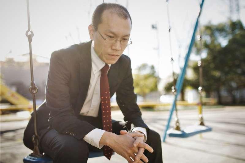日本企業都搶著用老人、而中年人更是公司的即戰力。為何台灣卻是中年失業就難以翻身、找不到比年輕時更好的工作呢?(圖/すしぱく@pakutaso)