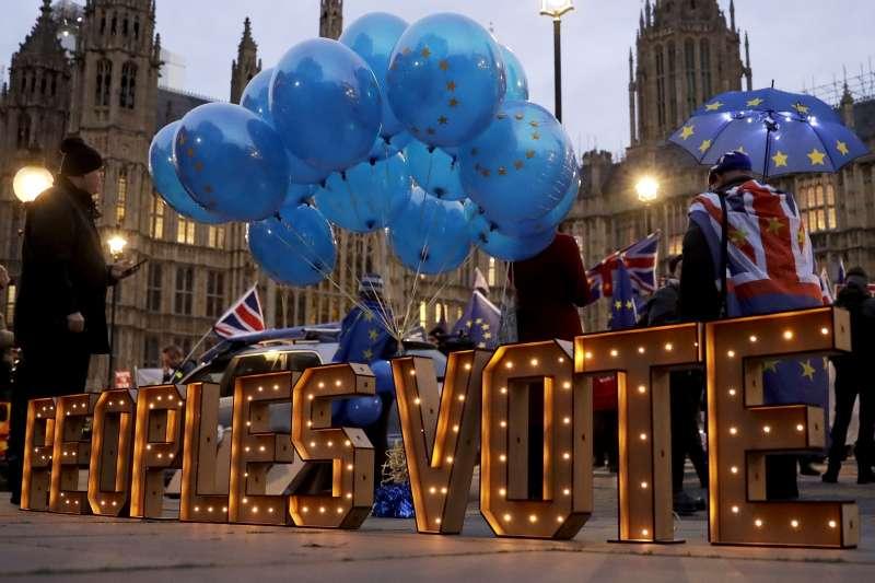 脫歐、留歐,英國面臨十字路口,部分民眾主張二次公投(AP)