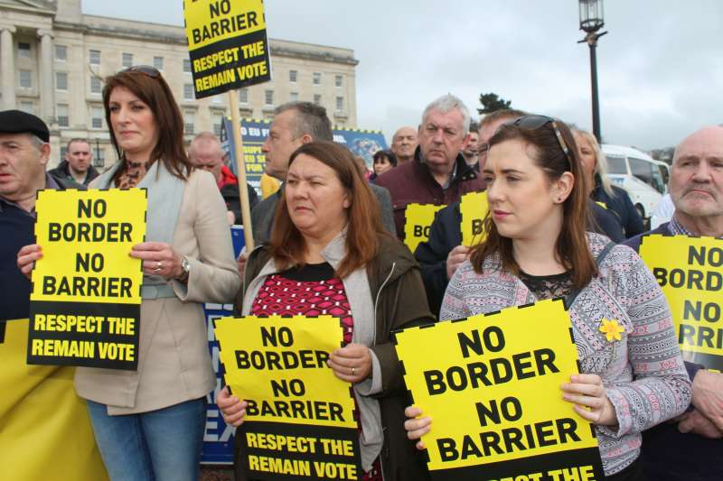 英國領土北愛爾蘭與歐盟成員國愛爾蘭的邊界,成為英國脫歐進程最棘手的議題(Sinn Féin@Wikipedia / CC BY 2.0)