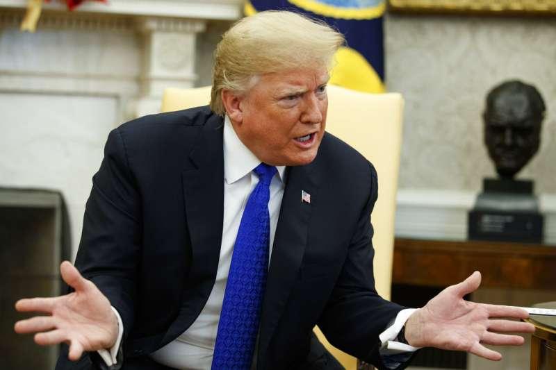 2018年12月11日,美國總統川普會見國會民主黨領袖,揚言不惜關閉政府,也要興建美墨高牆。(AP)