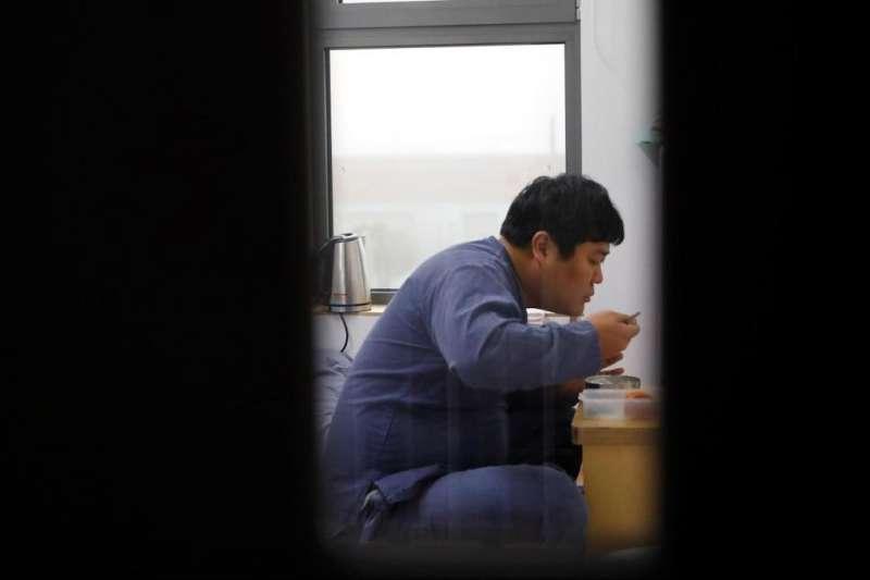 對一些因工作壓力喘不過氣的韓國人來說,「蹲監獄」是一個另類而有效的減壓方式。比起監獄,外面的世界更可怕!(圖/路透社,愛范兒提供)