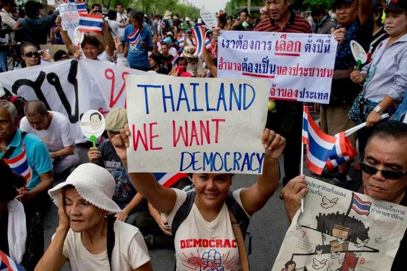 今年5月22日是泰國政變4週年,一群泰國民眾在首都曼谷街頭示威抗議,要求軍政府盡早舉行大選(美聯社)