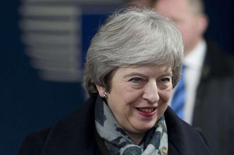 2018年12月12日,英國首相梅伊(Theresa May)面臨黨內逼宮挑戰,發表聲明應戰(AP)