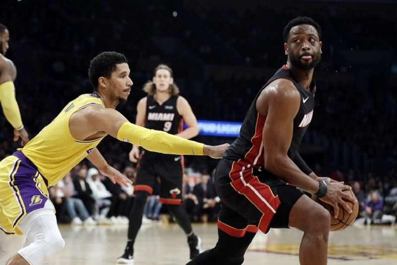 哈特(左)穿上3號球衣征戰NBA,決心追隨偶像韋德(右)的步伐。