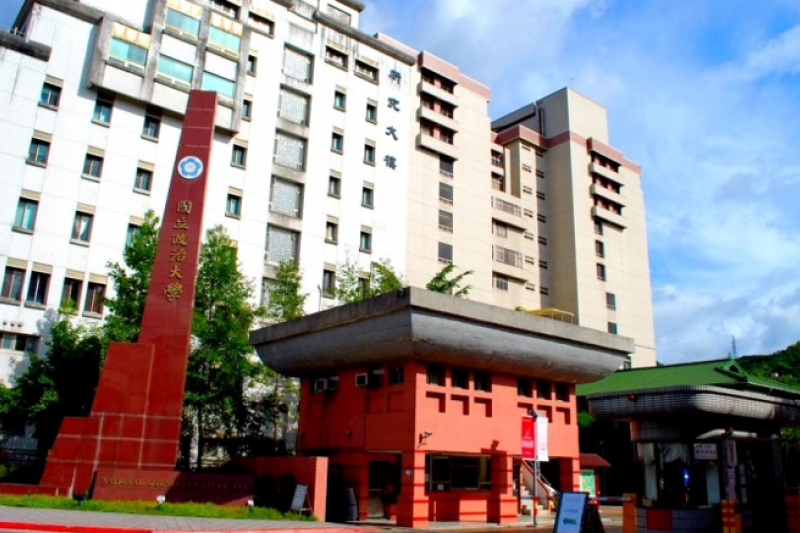 yumeakahana:國立政治大學校門。(作者提供)