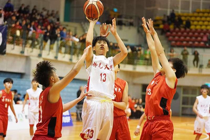 實力相當的佛光大學對上台灣師大,佛光在王竫婷11分12籃板本季首度「雙十」表現下後來居上,擊敗臺師。