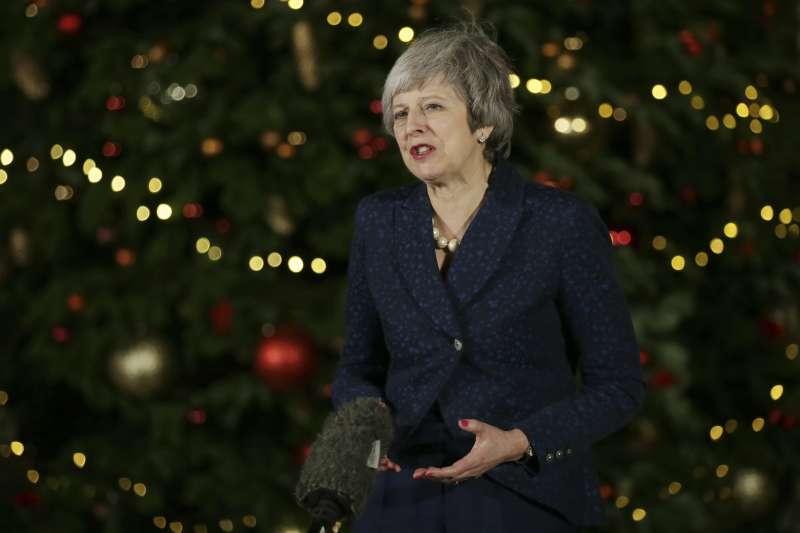 2018年12月12日,英國首相梅伊渡過黨內逼宮危機(AP)