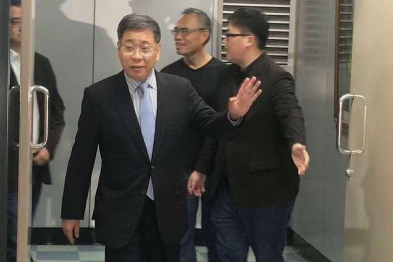 上海市台辦主任李文輝(左)前往台北市政府磋商雙城論壇事宜。(方炳超攝)
