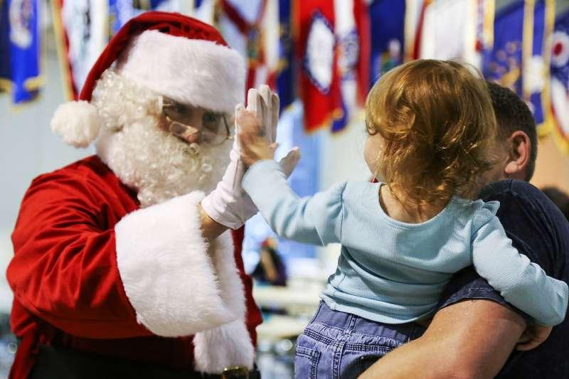 許多孩子期待聖誕節的到來,也相信聖誕老公公真實存在(取自Pixabay)