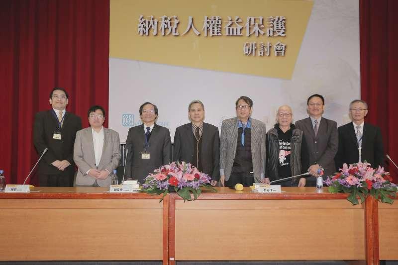 20181214-由新世代金融基金會、台灣稅法學會與台灣法學基金會主辦的「納稅人益保護」研討會,望喚起民眾「賦稅人權」的觀念。(周宸亘攝)