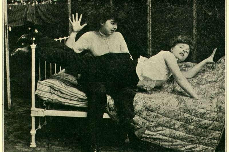 根據研究,如果一個人小時候經常被打屁股,長大後便有可能形成特殊的「性癖」。(圖/Wikimedia)