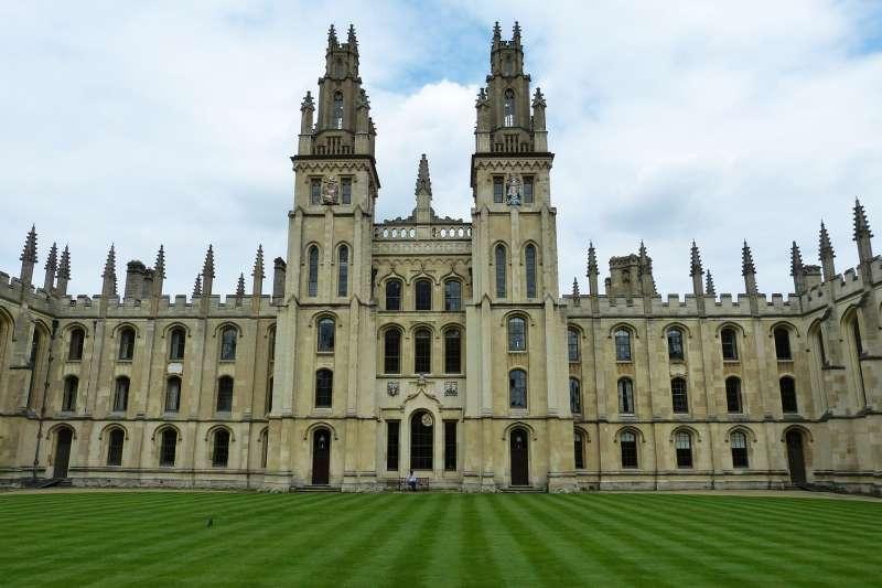 華為砸大錢投資英國大學研究,學者憂心是共產黨的滲透行動。圖為牛津大學。(Pixabay)