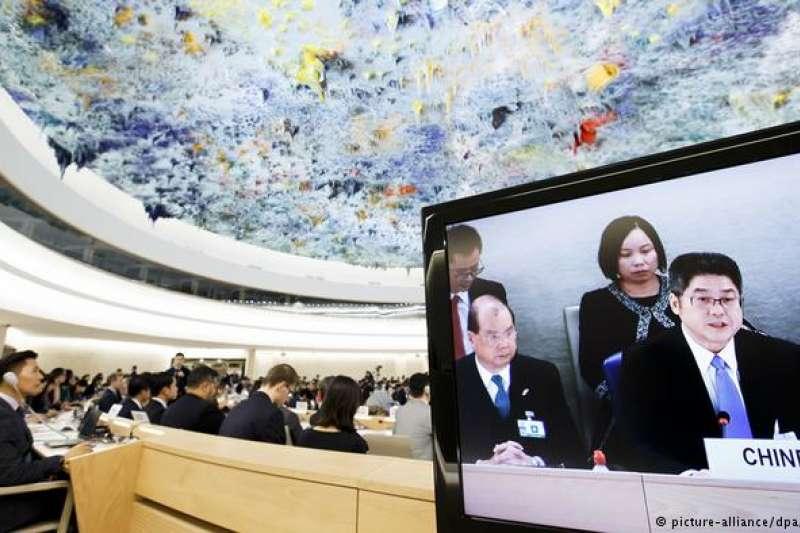 中國在2018年的人權情勢不斷遭國際社會質疑與關注,而雖然中國在聯合國定期審查中強調會保障人權,但專家卻認為2018年的趨勢顯示中國政府正在擴大對社會的監控。(圖/德國之聲)