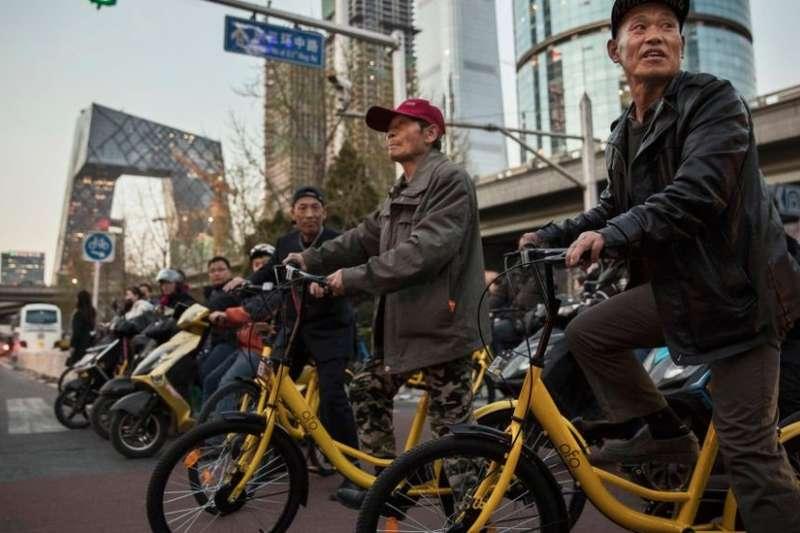 「小黃車」等共享單車在中國很多大城市已成為普通民眾出行必備的工具。(圖/BBC中文網)