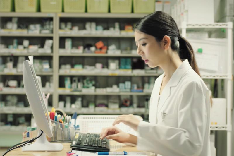 藥師的工作只有抓藥發藥很輕鬆、很好賺?過來人告訴你真相!(圖/取自youtube)